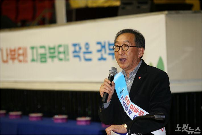 고희범 시장은 '기초질서 지키기 시민운동'에 대한 시민들의 참여를 호소했다. (사진=제주시 제공)