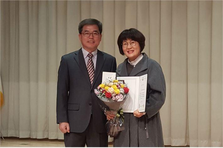 포은중앙도서관이 '2018 공공도서관 협력 업무 유공 시상식'에서 국립중앙도서관상을 수상했다(사진=포항시 제공)