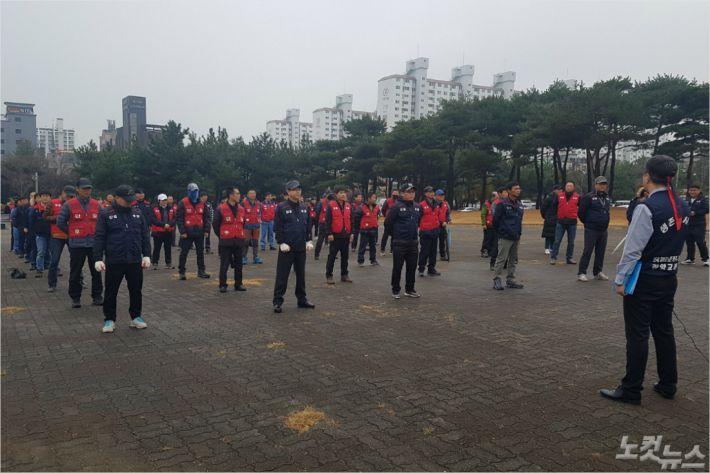 광양교통 노조가 3일 광양시청 앞 광장에서 사측의 노조탄압을 규탄하며 집회를 열고 있다.(사진=최창민 기자)