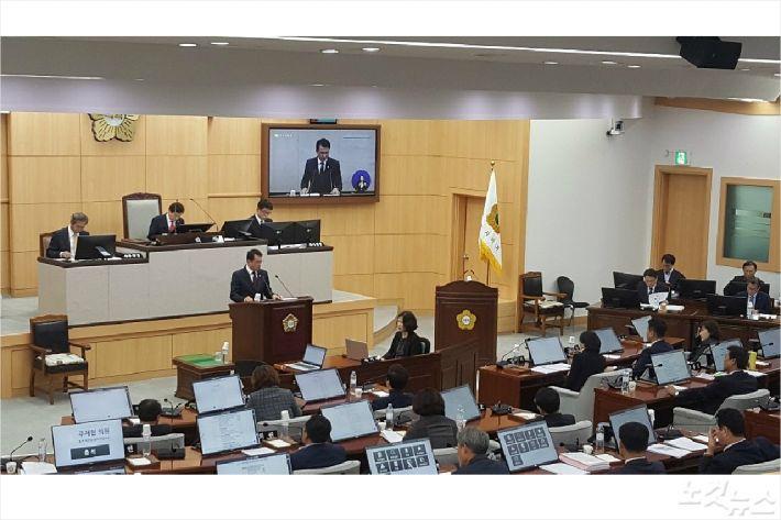 강재헌 의원이 본회의장에서 시립박물관관련 발언을 하고 있다(사진=고영호 기자)