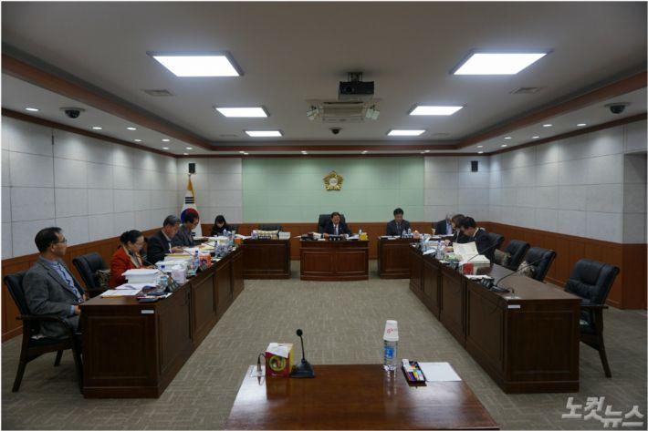 강원 동해시의회가 3일 제283회 동해시의회 제2차 정례회 예산결산특별위원회를 열고 기획감사담당관, 소통담당관, 보건소 등에 대한 2019년도 당초예산안을 심의했다.(사진=동해시의회 제공)