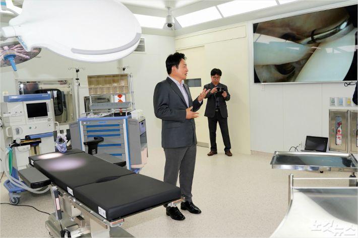 지난 3일 제주 녹지국제병원 찾은 원희룡 제주지사.