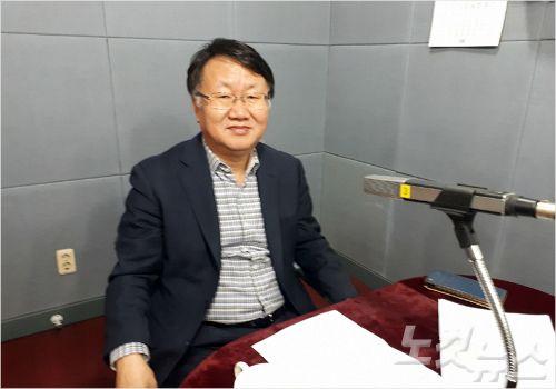 강원CBS'시사포커스 박윤경입니다'에 출연한 강원도 전홍진 글로벌투자통상국장(사진=강원CBS)