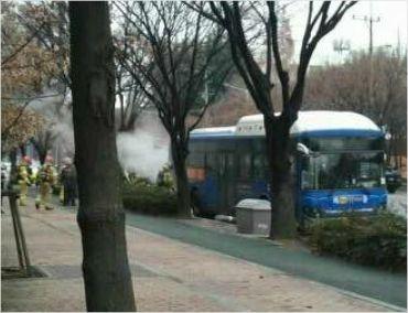 6일 오전 대구 달서구에서 주행 중이던 시내버스에서 불이 났다. (사진 출처=SNS)