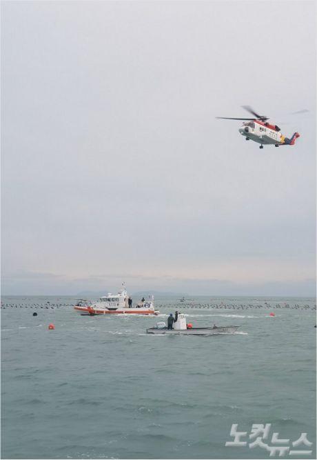 완도 해양경찰서 소속 경찰이 6일 실종된 50대 선장을 수색 중이다(사진=완도 해양경찰서 제공)