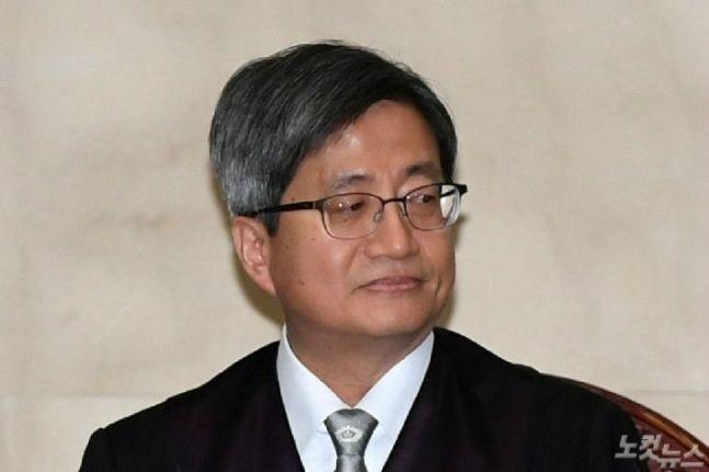 """김명수, 방탄법원 논란도 '침묵'…""""사법부 아픔, 성장통이라 생각"""""""