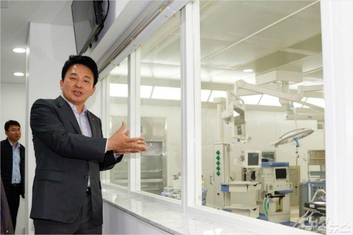 서귀포시 헬스케어타운내 제주 녹지국제병원에 원희룡 제주지사가 지난 3일 방문했다. (자료사진)