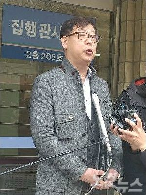 첫 공판 이후 입장을 밝히는 故 윤창호씨 아버지 윤기현씨. (사진=송호재 기자)