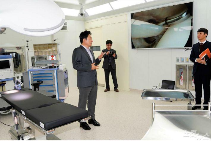 제주 녹지국제병원을 지난 3일 방문한 원희룡 제주지사. (자료사진)