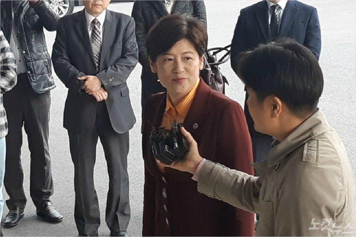 지난달 27일 검찰 소환에 출석한 강은희 대구시교육감.