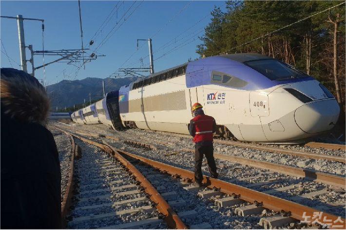8일 오전 7시 35분쯤 강원 강릉시 운산동에서 서울행 KTX 열차가 탈선했다. (사진=전영래 기자)