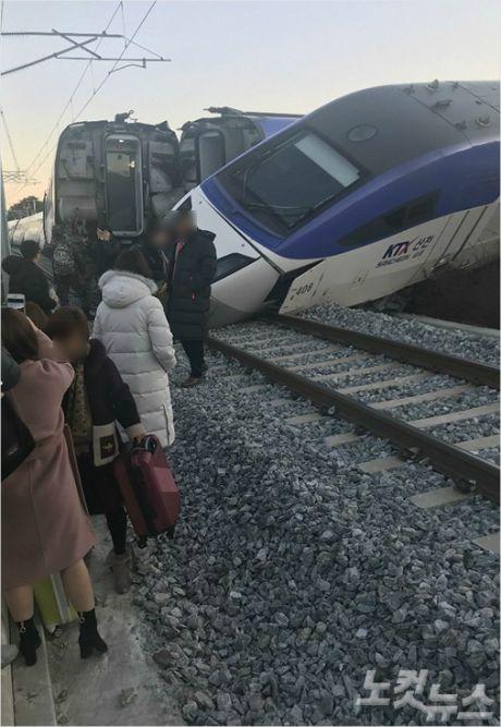 8일 오전 7시 35분쯤 강원 강릉시 운산동에서 서울행 KTX 열차가 탈선해 승객 10여 명이 다쳤다. (사진=전영래 기자)