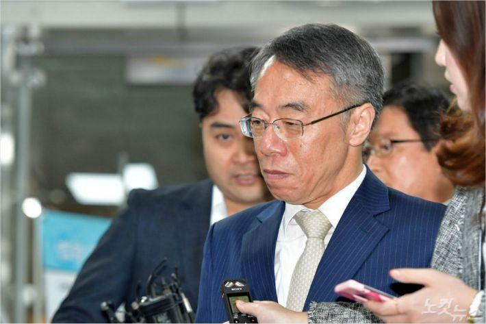 임종헌 재판…시작 전부터 '치열한 신경전'