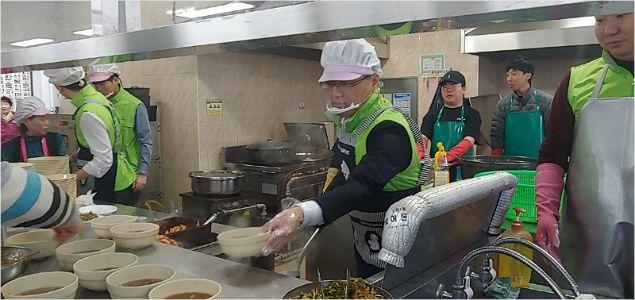 광해관리공단 노사, 복지시설 봉사와 후원금 전달
