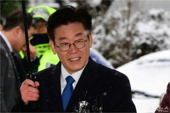 죽은 형에 발목 잡힌 이재명… 잔혹 가족사 '재조명'