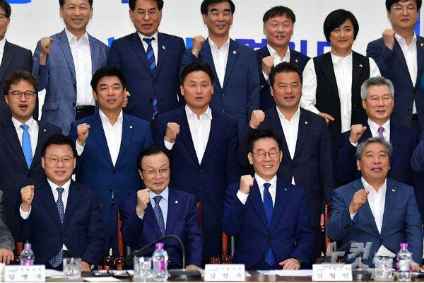 이재명 '백의종군'으로 黨 분열 봉합? '갈등불씨' 남아
