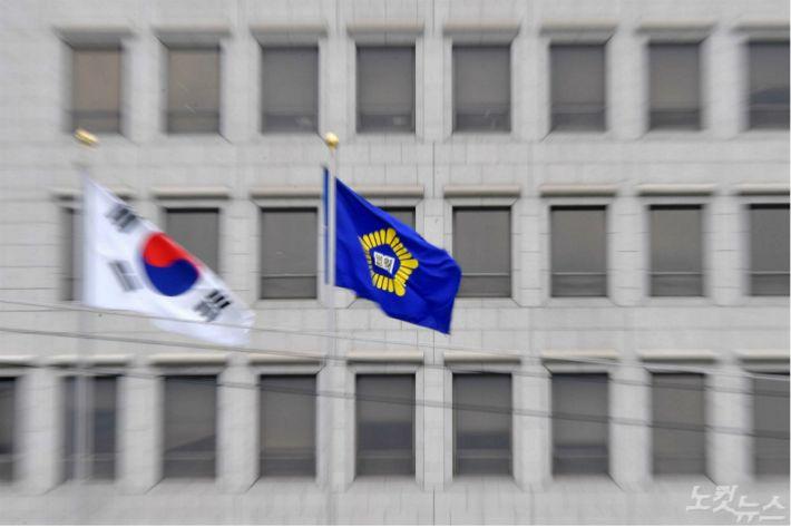 '사법부·김앤장·외교부'…얽히고 설킨 인맥의 민낯