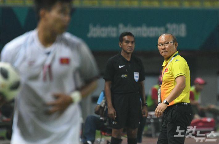 베트남 새 역사 쓰는 박항서 매직 'FIFA 랭킹 新 보인다'