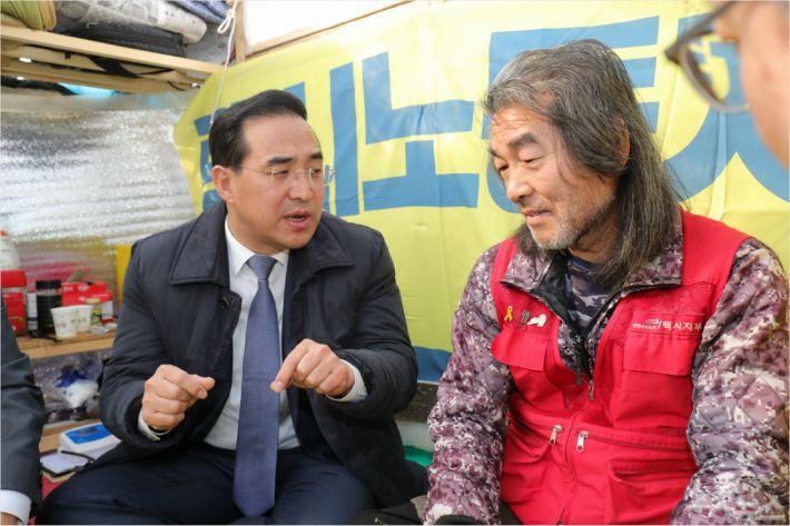 고공 농성장 찾은 민주당 을지로위원회. (사진=전북사진기자단 제공)