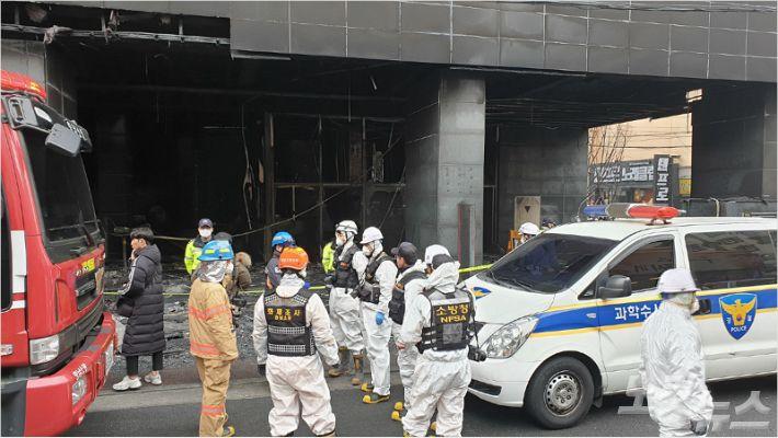 천안 호텔 화재 합동 감식..발화 지점·소방 설비 작동 등 조사