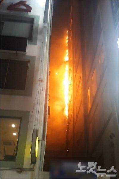 부산서 한밤 중 상가·고시텔 건물 화재…수십명 대피