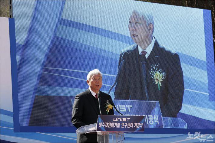 기념사를 하고 있는 UNIST 정무영 총장.(사진 = UNIST 제공)