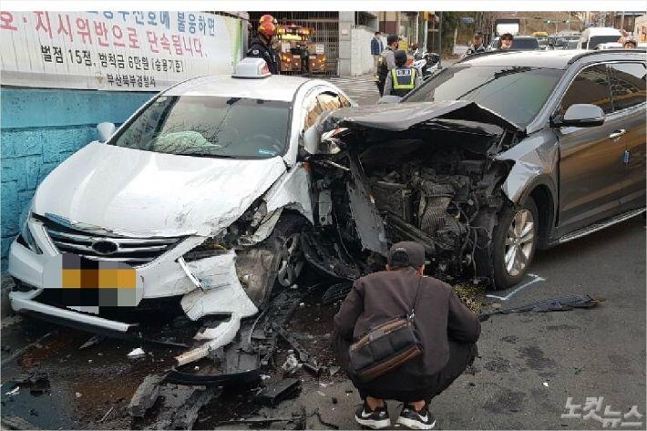14일 오후 5시 49분쯤 부산 북구 덕천IC 진입로 부근에서 좌회전하던 A(56)씨의 산타페 차량이 주행 중이던 택시를 들이 받았다.<사진=부산경찰청 제공>