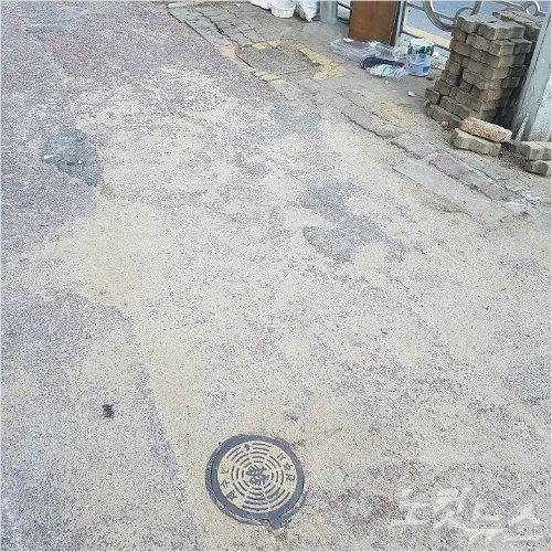 15일 소방당국이 소화전 제수변(수문 밸브)을 잠그려다 실수로 상수도 제수변을 잠가 인근 지역 주민들이 불편을 겪었다. (사진=전북소방본부 제공)