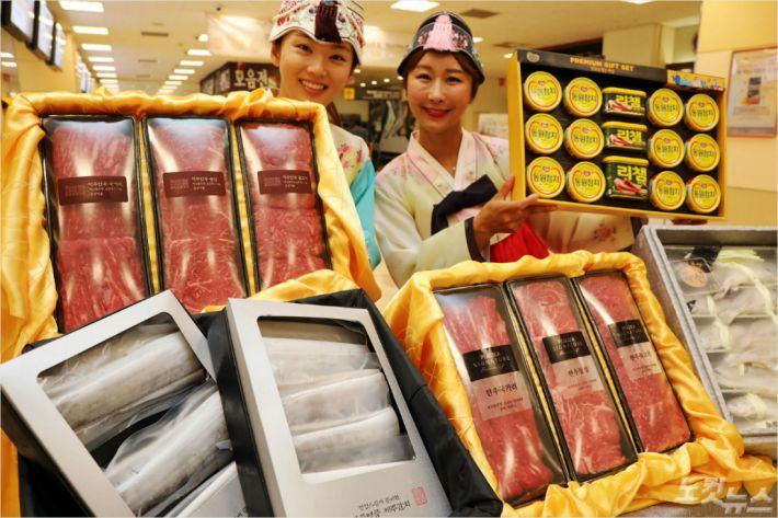 유통업체들이 추석 선물세트 판매를 본격화하고 있다 (사진 = 이마트 제공)