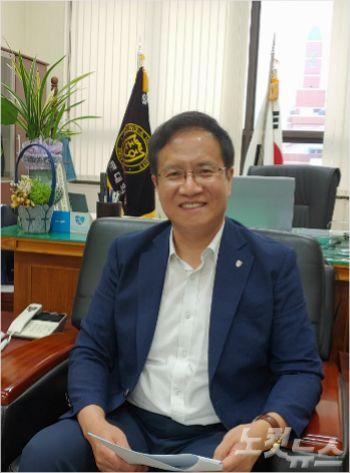 최우용 동아대 로스쿨 원장(사진=부산CBS 박창호 기자)