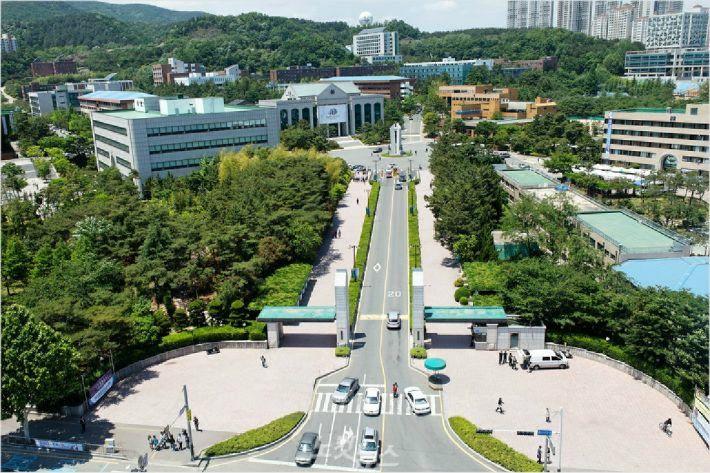 하늘에 본 울산대학교 캠퍼스 전경.(사진 = 울산대 제공)