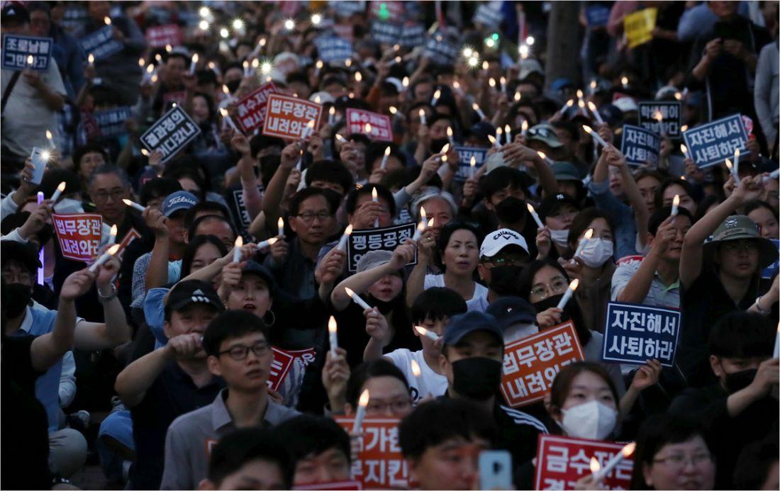 """'反조국' 집회 대학생들 """"조국 사퇴로 투쟁 끝난 것 아냐"""""""