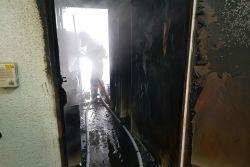 청주 아파트 불…주민 1명 추락 중상(종합)