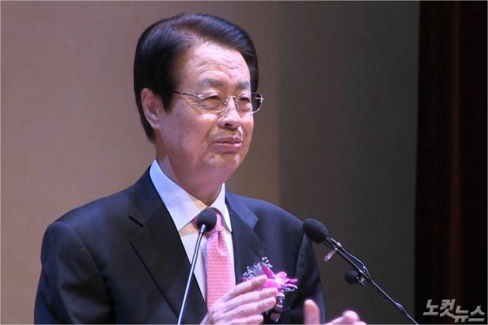 채영남 목사(광주본향교회)가 '오직 성령님으로'라는 제목으로 말씀을 전하고 있다.