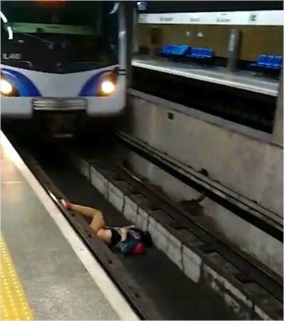 급브레이크 밟은 열차, 철로에 누운 승객 가까스로 구해