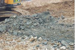 공터에 땅 파니 검은색 흙이…불법 폐기물 매립 정황