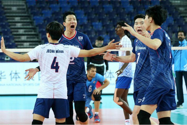 '정지석 12점' 韓 남자배구, 인도 완파…되살린 올림픽 불씨