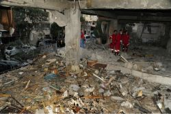 "AP ""이스라엘, 시리아 공군기지 공습…인명피해 없어"""