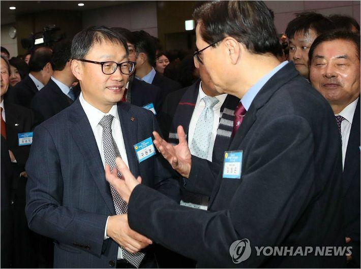 KT 구현모號 첫 조직개편…고객중심·임원축소·젊은피