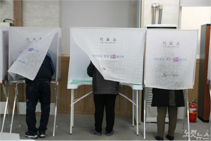 의성군과 군위군에서 진행된 대구경북 통합신공항 이전지 선정 사전 주민투표.