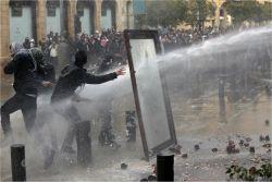 물대포 맞으며 '혁명' 외친 레바논 국민들…최소 530명 부상