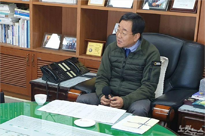 김철수 속초시장이 신년 인터뷰를 하고 있다. (사진=속초시청 제공)