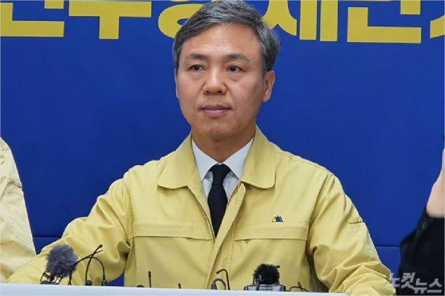 김승수 전주시장이 27일 기자회견을 통해 '전주형 재난기본소득'에 대해 설명하고 있다(사진=도상진 기자)