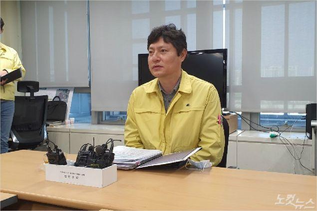 전라북도 강영석 보건의료과장이 전북 코로나19 상황을 설명하고 있다(사진=도상진 기자)