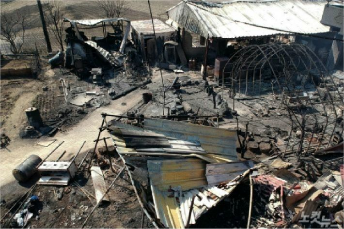 지난해 국가재난 사태까지 선포됐던 동해안 산불. 속초시 한 마을 건물이 모두 탔다. 동해안 산불은 청명·한식 하루 전날인 4월 4일에 발생해 막대한 인적·물적 피해를 가져왔다. (사진=박종민 기자/자료사진)