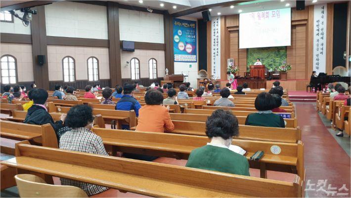 지난 14일, 하단교회에서 부산노회 여전도회 연합회 월례회가 진행되고 있다.