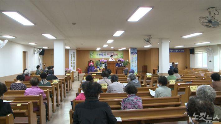 지난 18일, 부산여전도회관에서 중부산노회가 정기총회를 진행하고 있다.