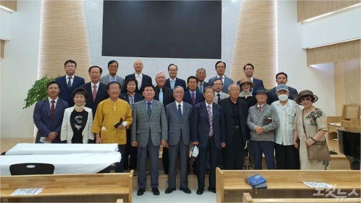 지난 16일, 부산복음화운동본부가 금사교회에서 구국기도회를 마친 후 기념사진을 찍고 있다.