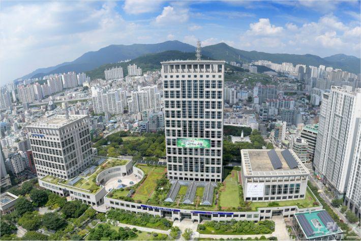 부산시는 전국 최초로 서민 포용금융인 부산 '모두론'을 30일부터 시중은행을 통해 출시한다고 밝혔다. (사진제공=부산시청)