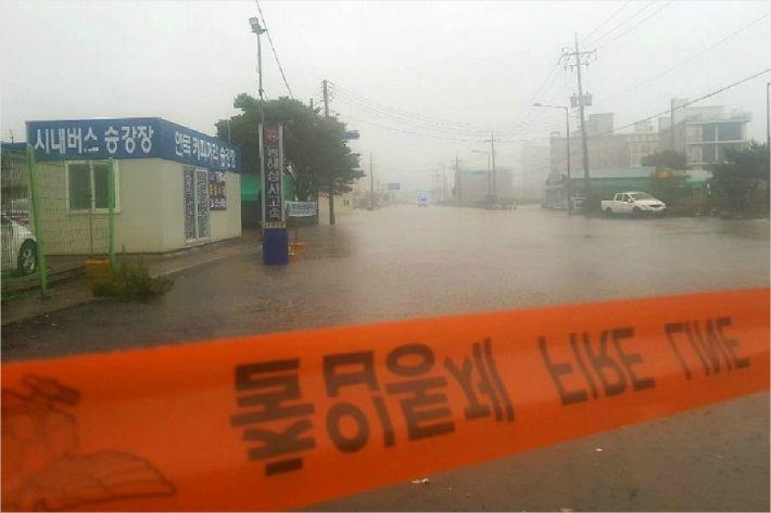 폭우로 침수된 강릉시 도로. (사진=연합뉴스 제공)